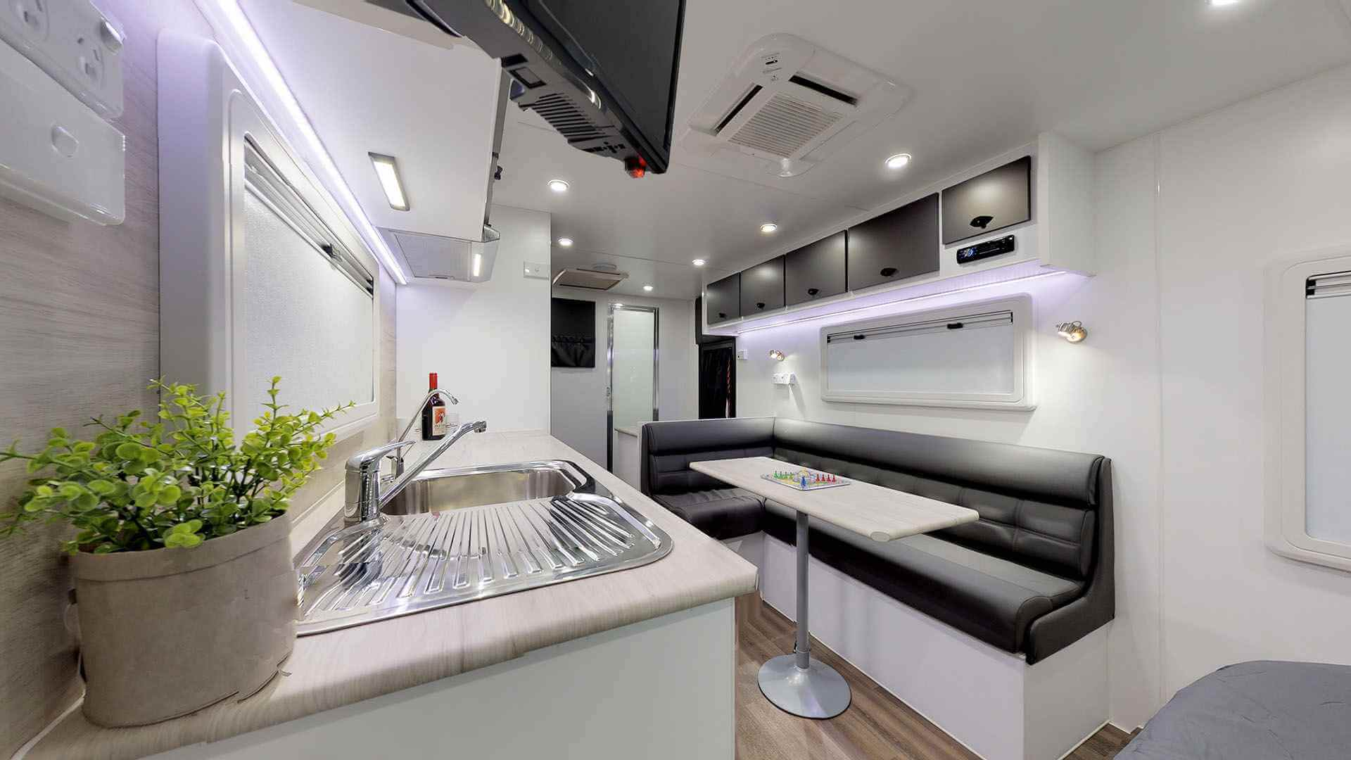 21ft Ultimate Family Design Rear Door Tour Image 12
