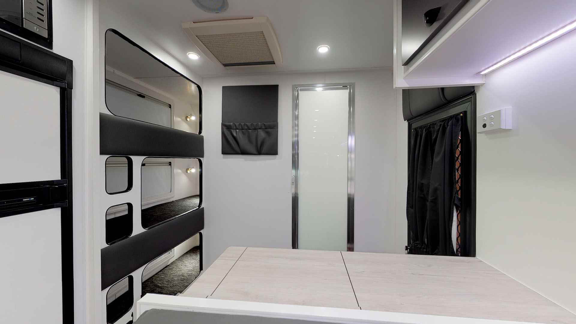 21ft Ultimate Family Design Rear Door Tour Image 17