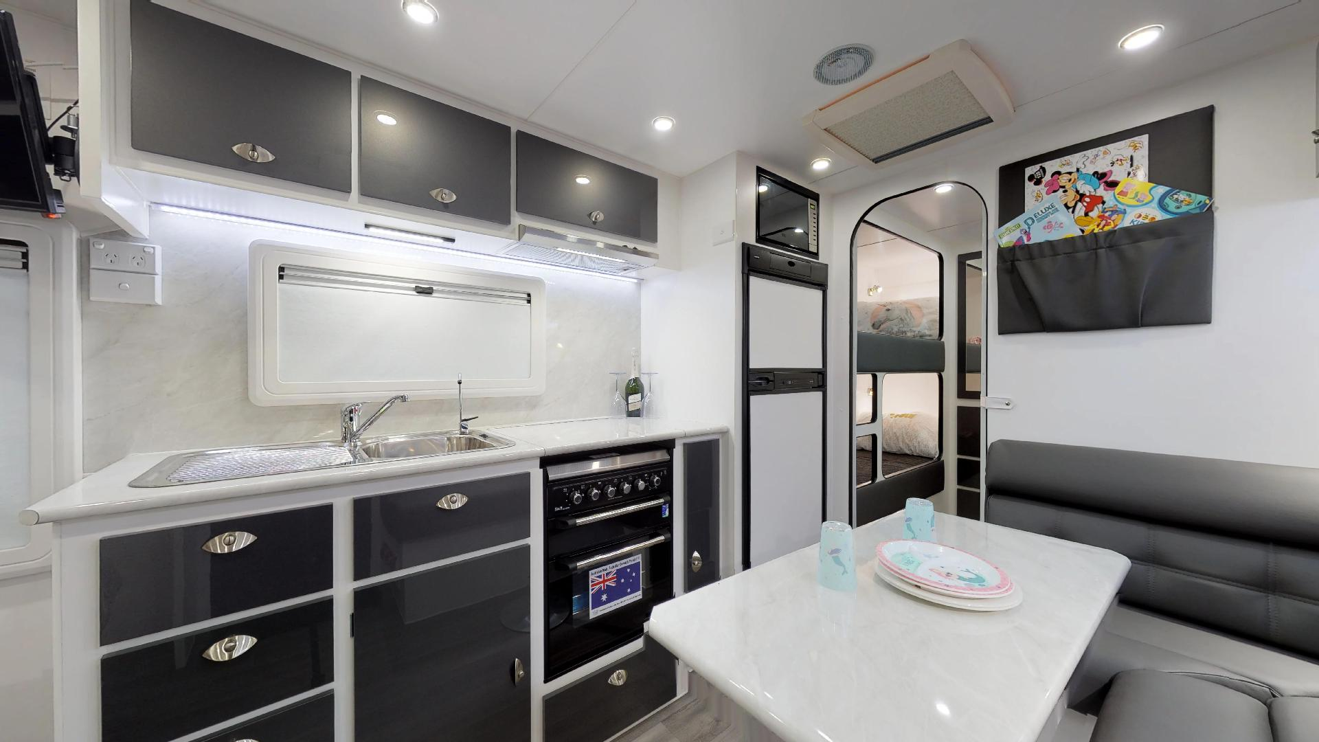 21ft Ultimate Family Design Tour Image 1
