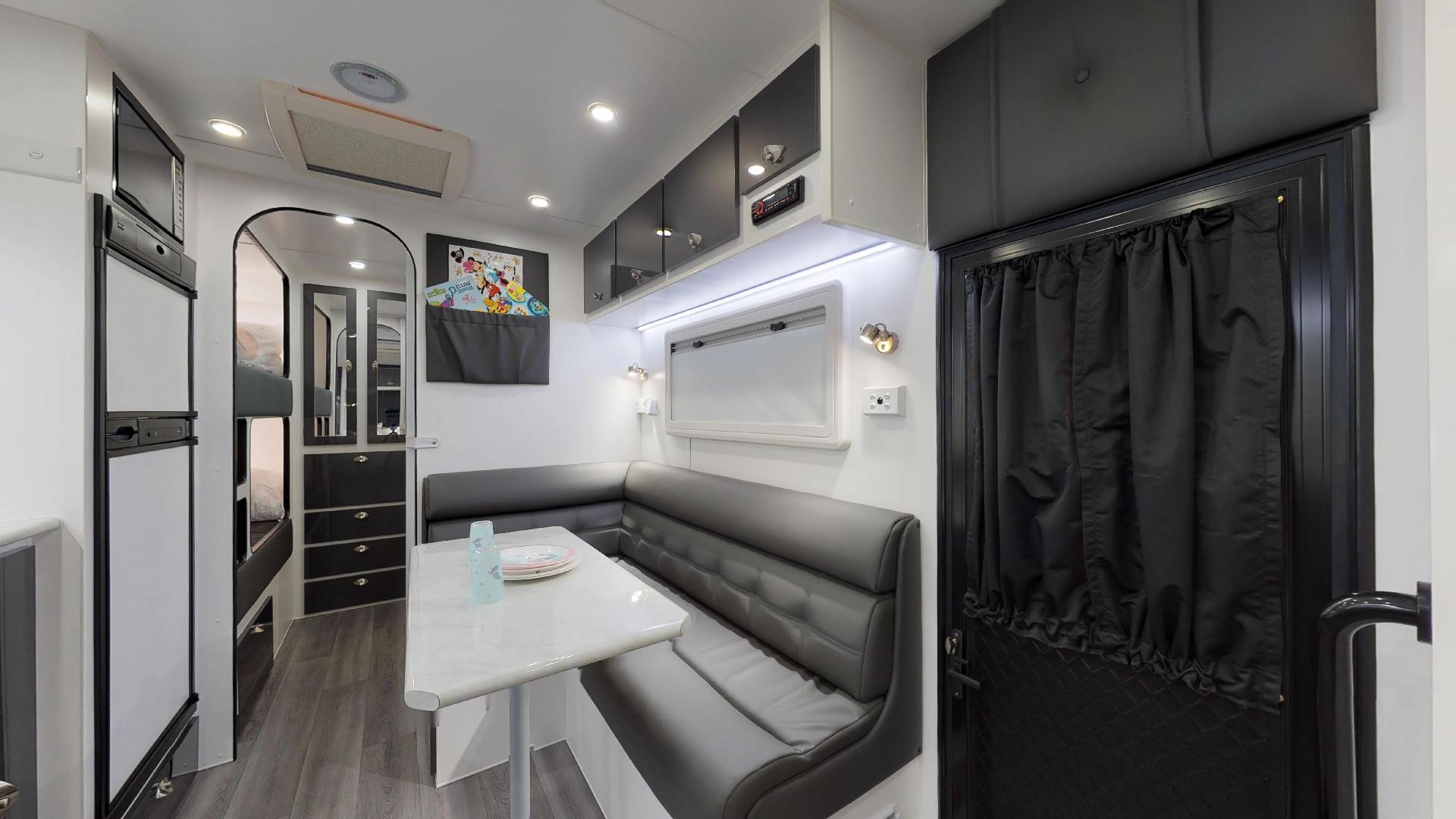 21ft Ultimate Family Design Tour Image 10