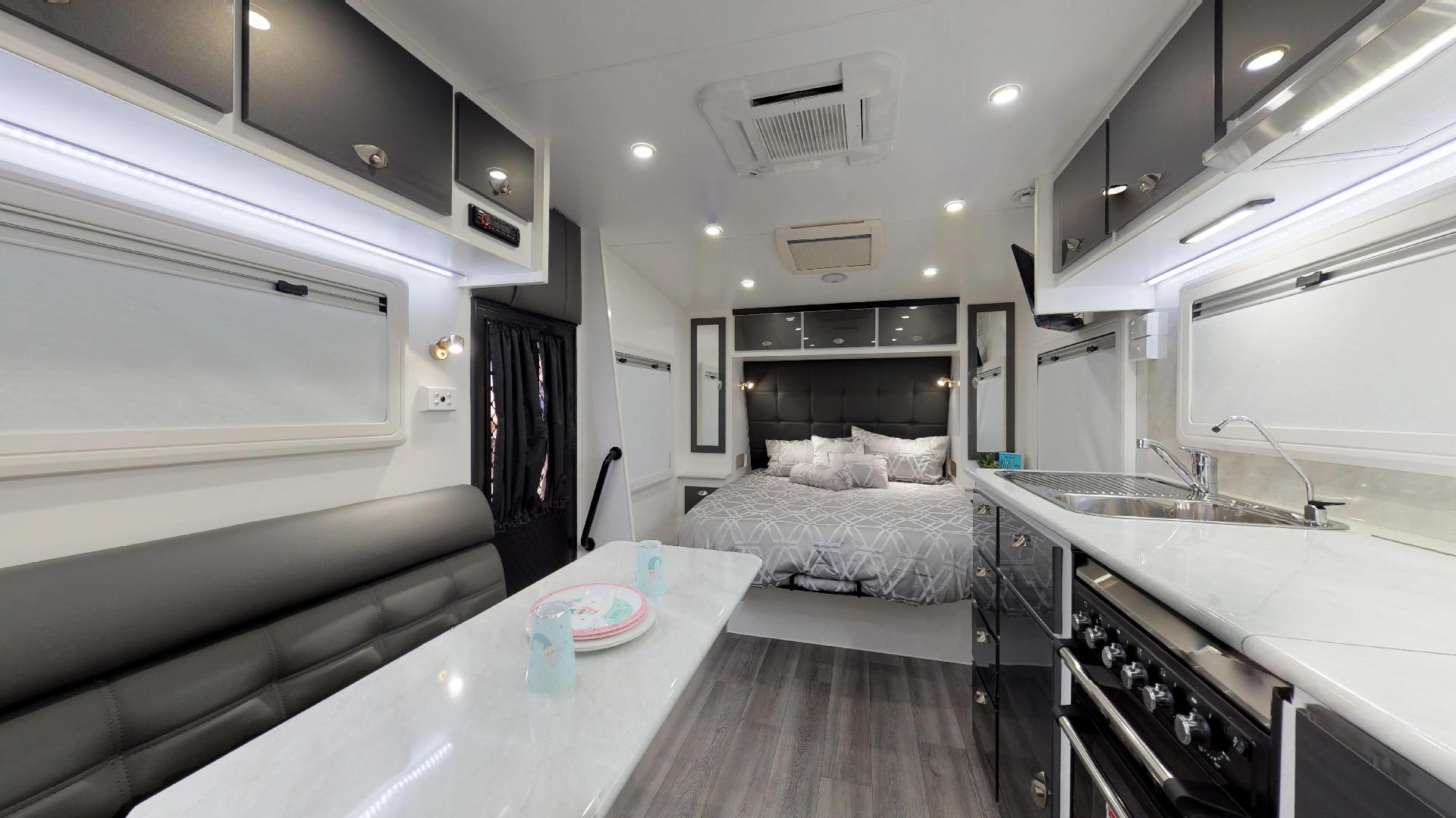 21ft Ultimate Family Design Tour Image 11