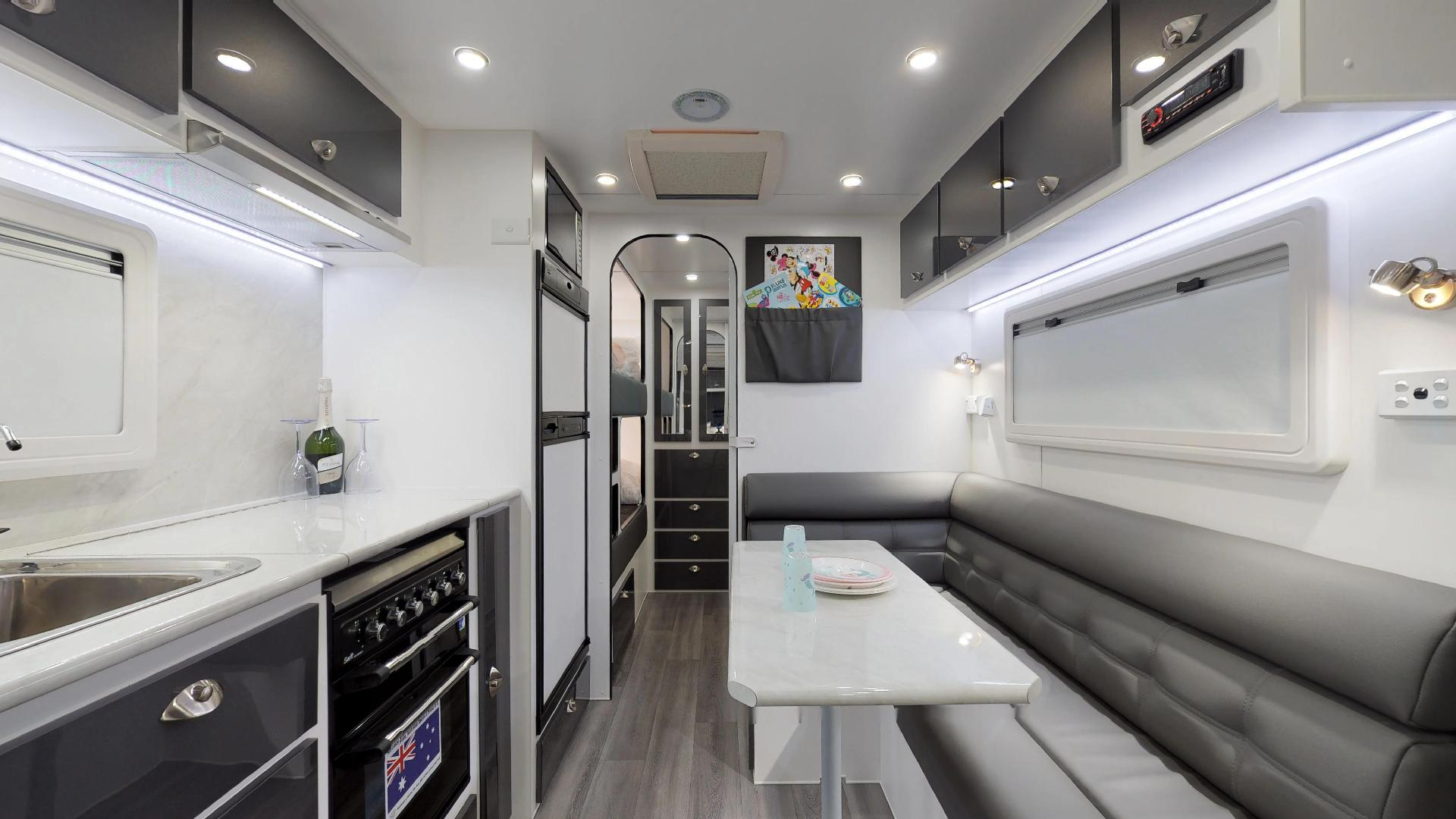 21ft Ultimate Family Design Tour Image 14