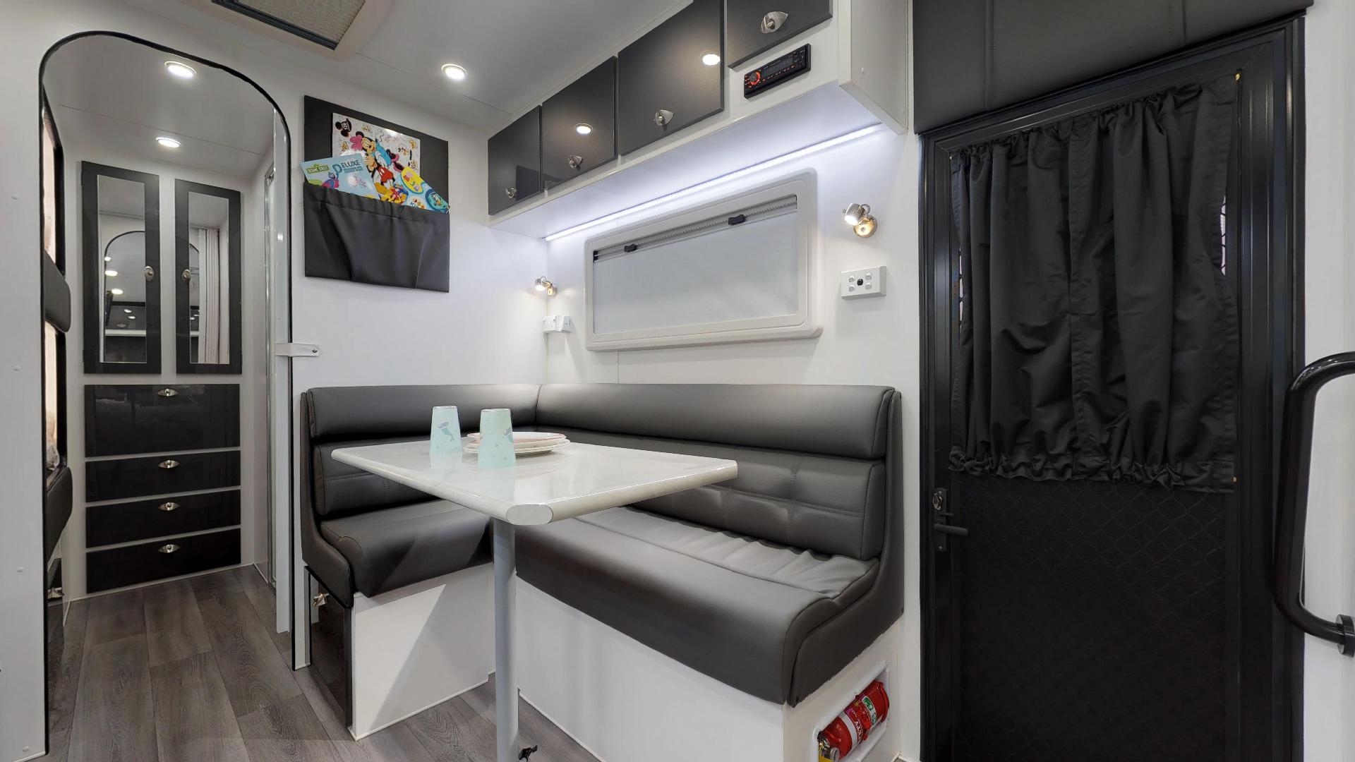 21ft Ultimate Family Design Tour Image 3