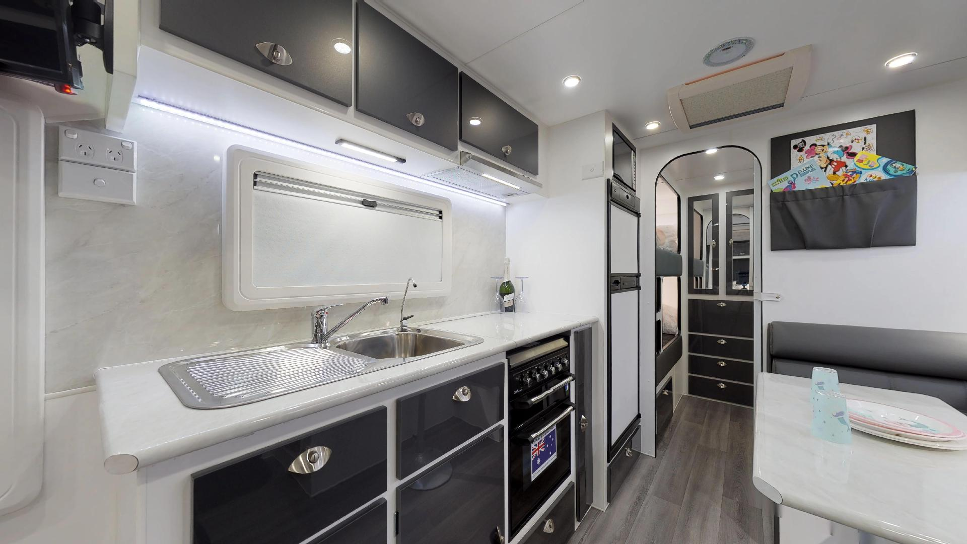 21ft Ultimate Family Design Tour Image 6