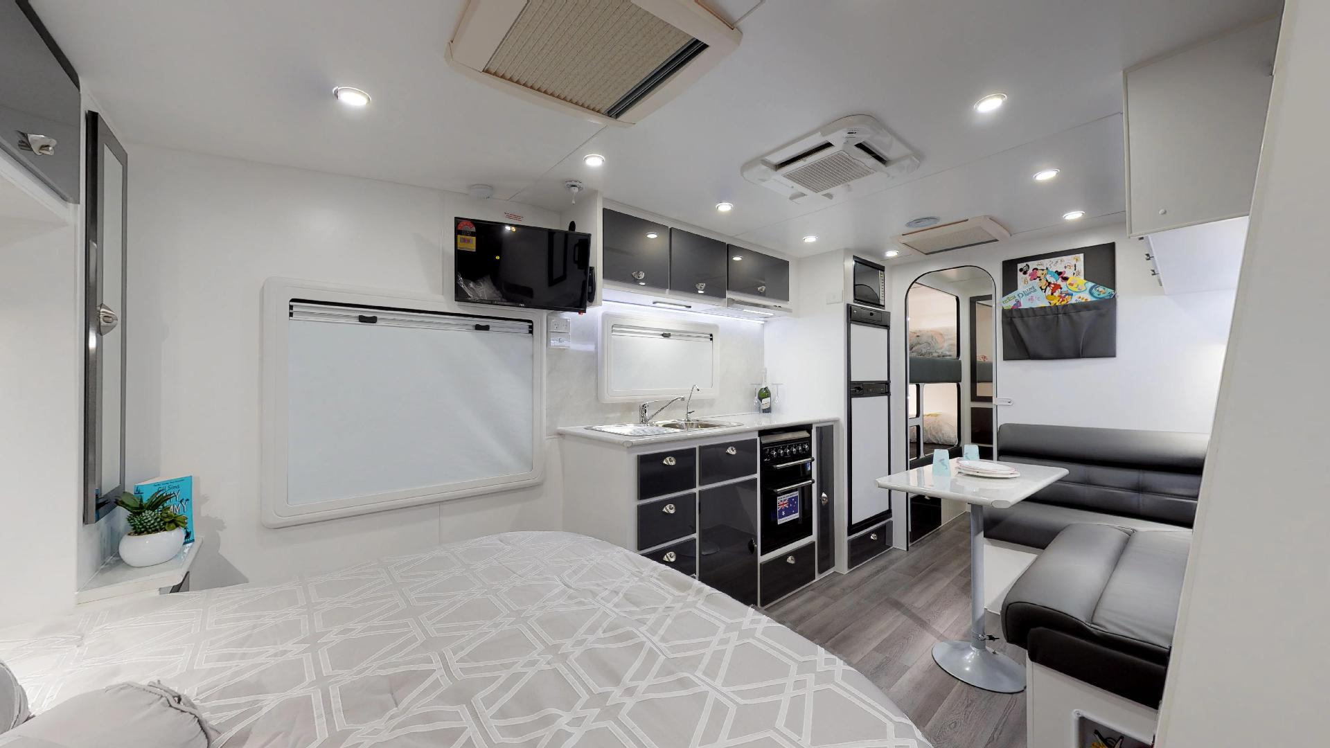 21ft Ultimate Family Design Tour Image 7