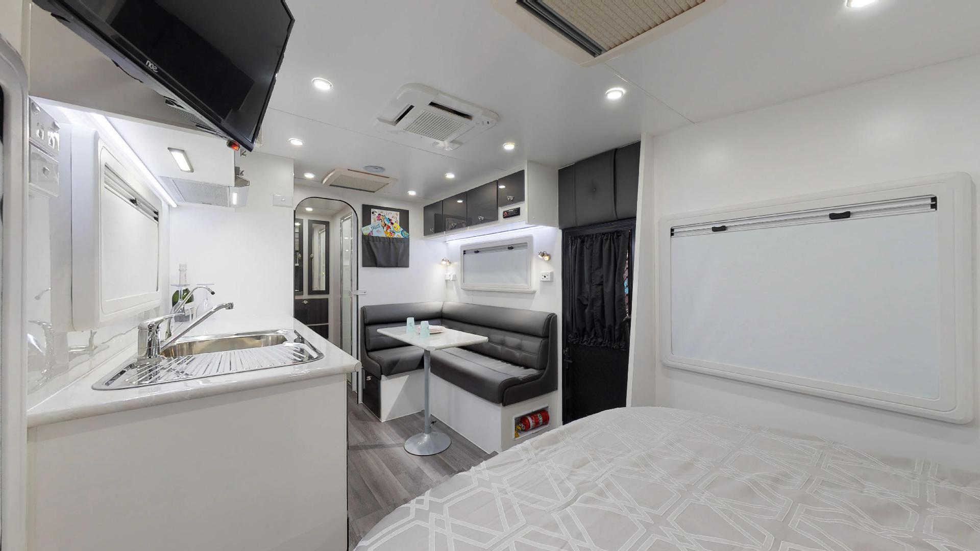 21ft Ultimate Family Design Tour Image 8