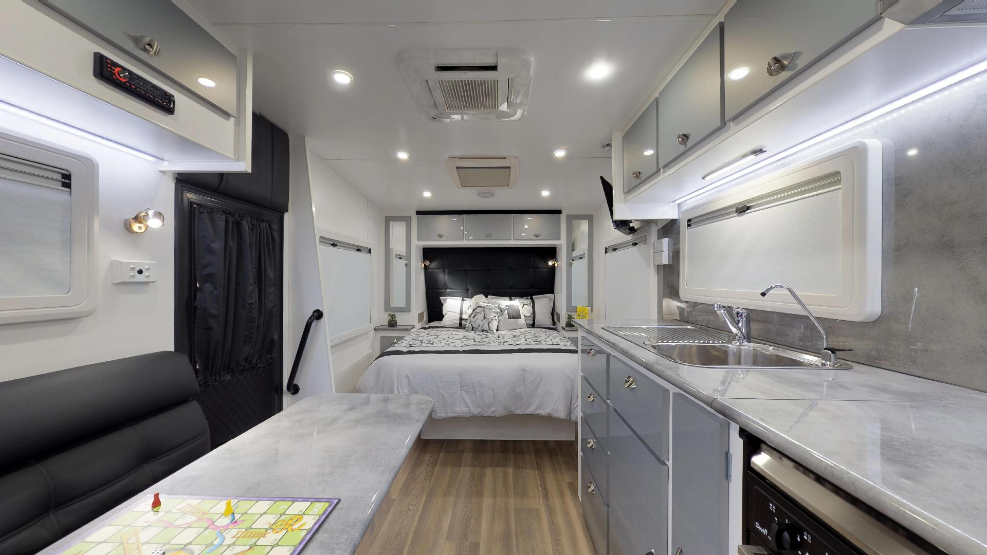 23ft Ultimate Family Design Tour Image 10