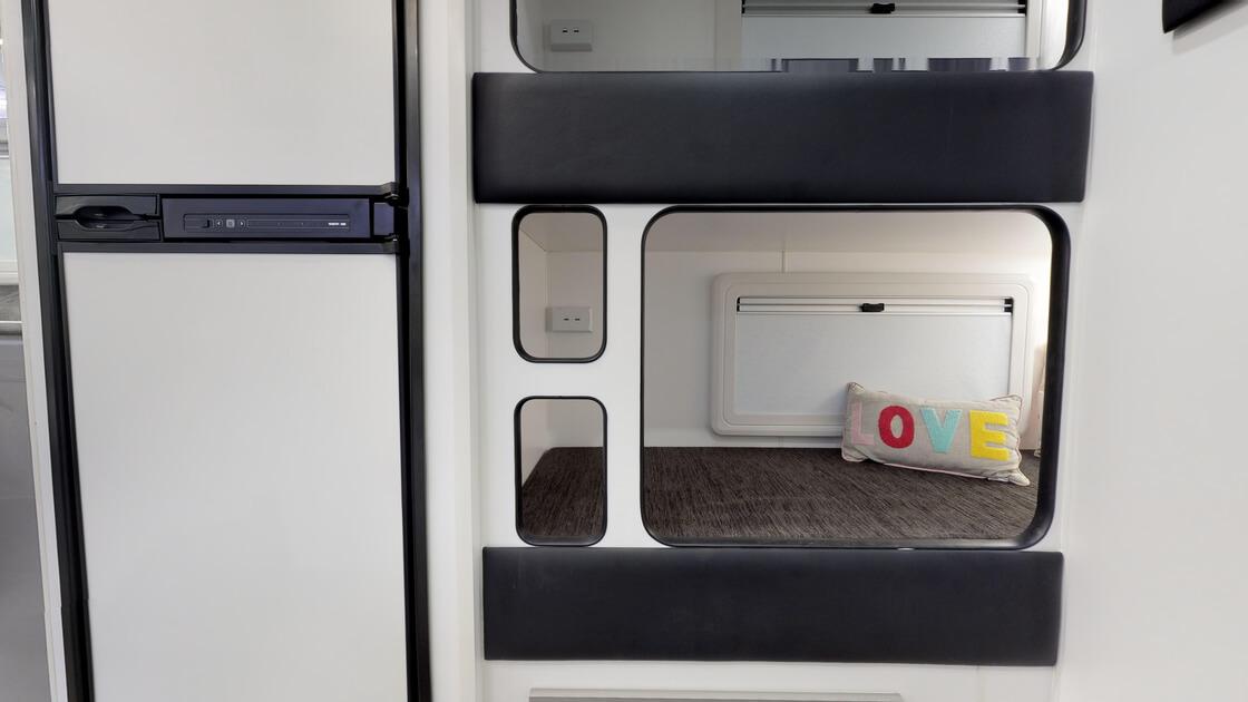 21ft-ultimate-family-design-rear-door-2020-internal-photo-23