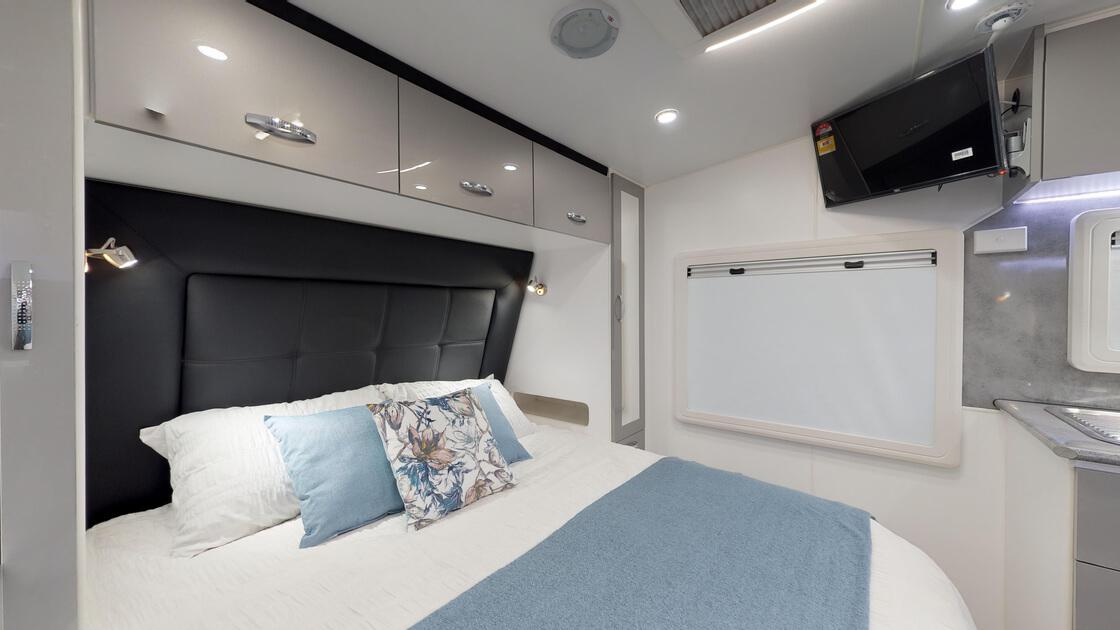 21ft-ultimate-family-design-rear-door-2020-internal-photo-8