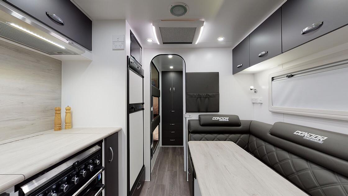 21ft-ultimate-family-design-2021-interior-photo-13