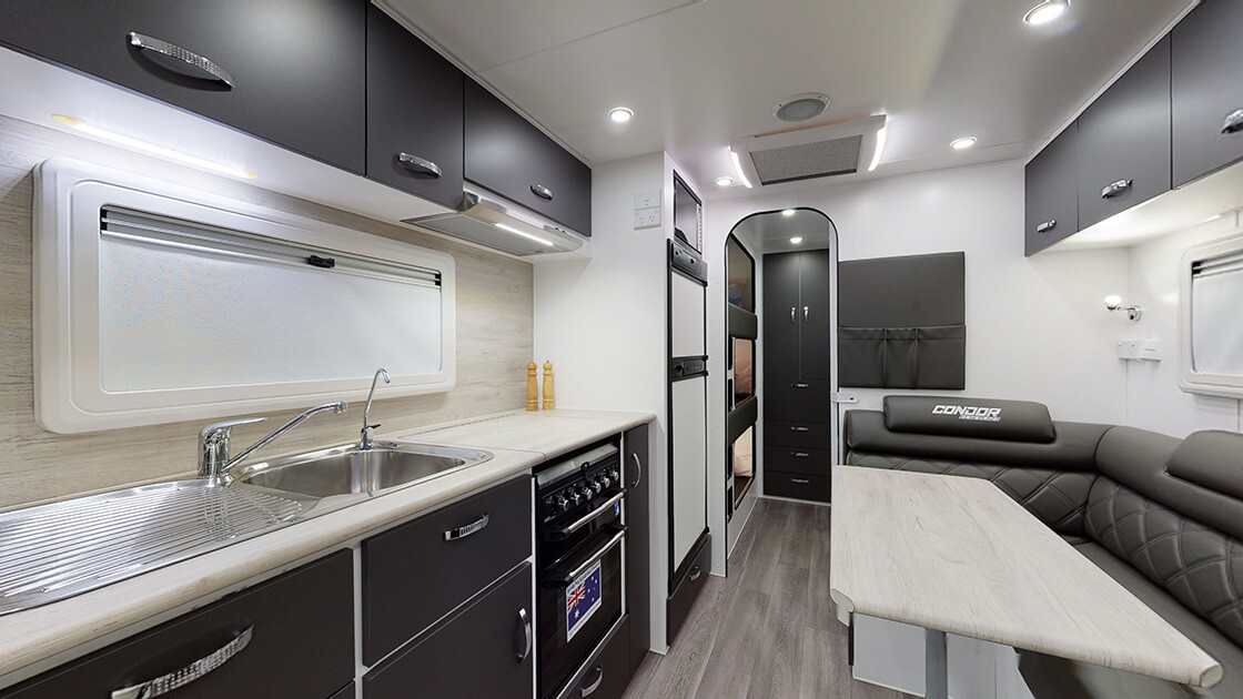 21ft-ultimate-family-design-2021-interior-photo-16
