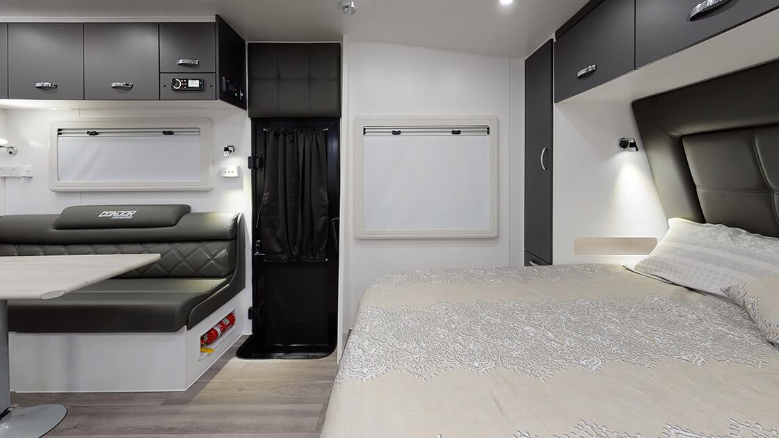 21ft-ultimate-family-design-2021-interior-photo-20